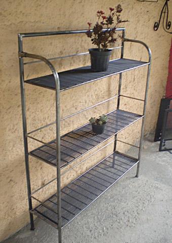 Ferreiro da serra m veis e artesanatos em ferro for Estantes para plantas exteriores